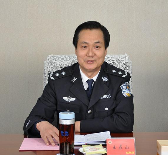 王在山副院长在座谈会上介绍学院有关情况